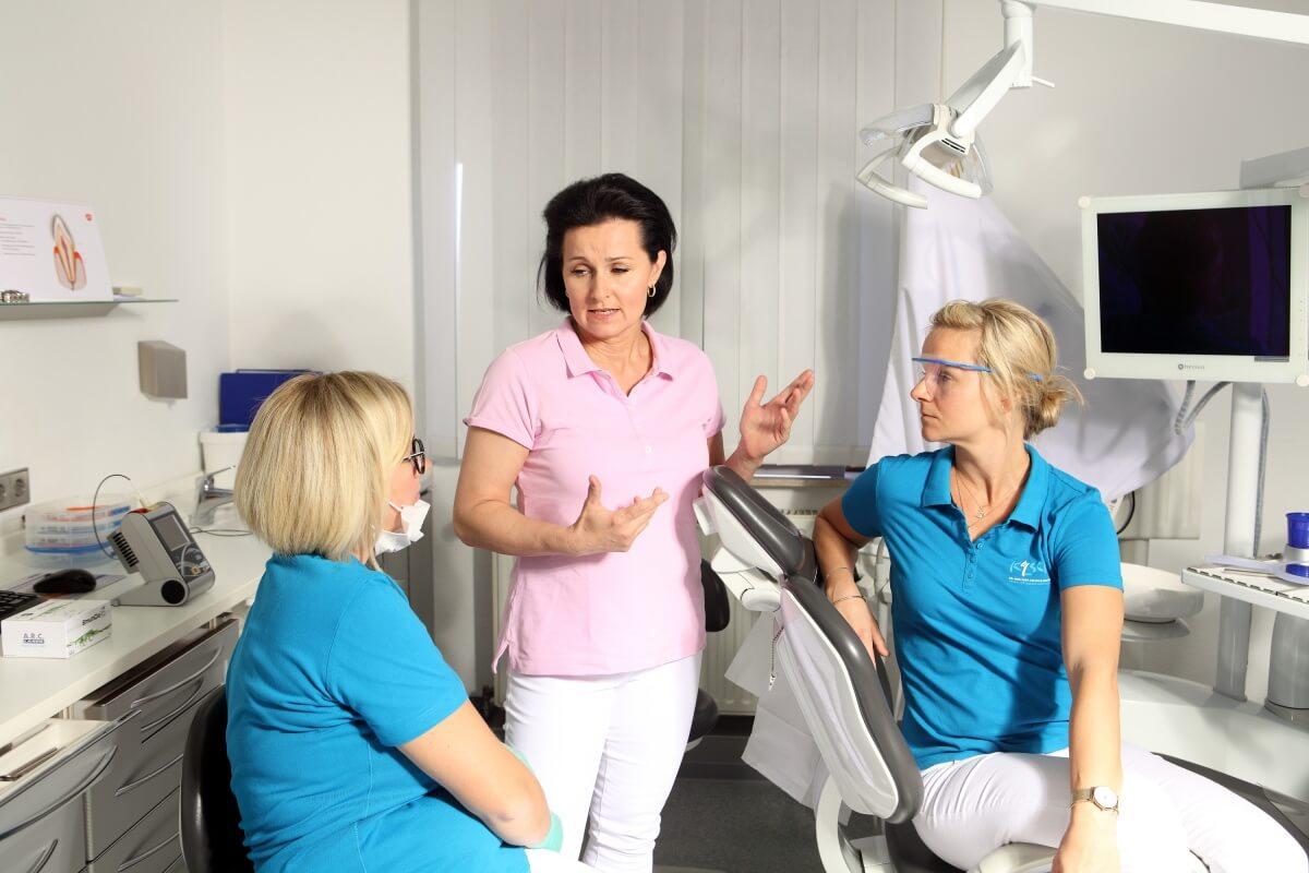 Unterstuetzung in der Zahnarztpraxis